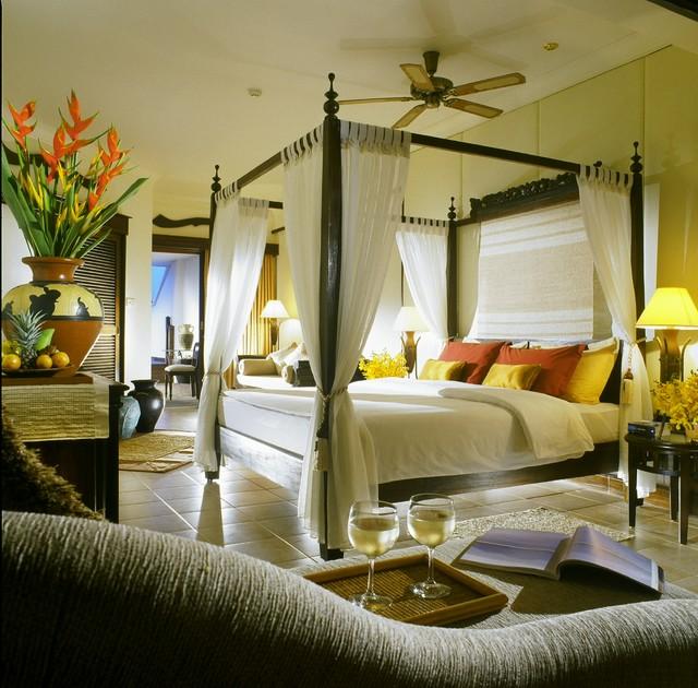 Floral Suite Bedroom tropical-bedroom