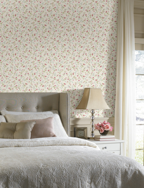Floral Toss Wallpaper traditional-bedroom