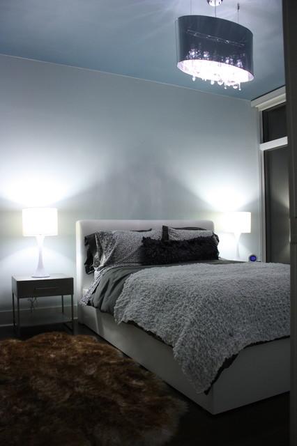 Florida bachelorette 39 s getaway contemporary bedroom for Bachelorette bedroom ideas
