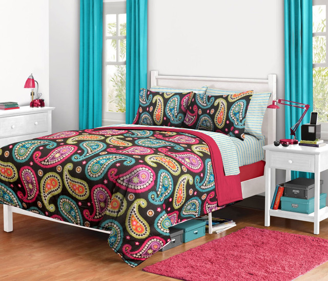 Flowers and Bugs Bedding and Room Decorations modern-bedroom
