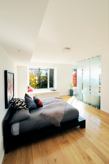 Inspiration for a contemporary bedroom remodel in Toronto