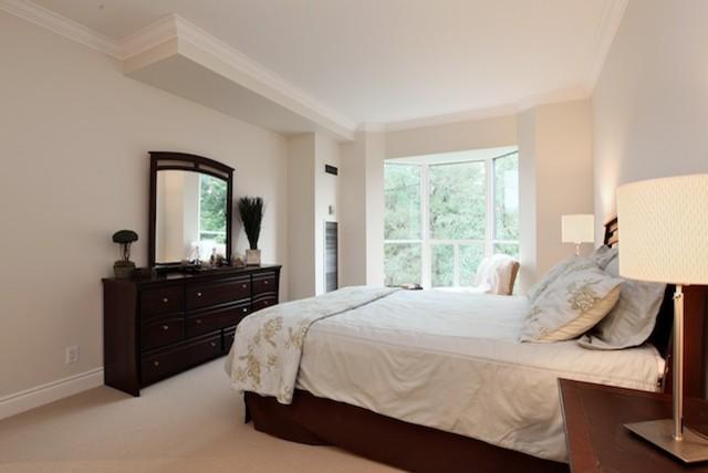 Fox traditional-bedroom
