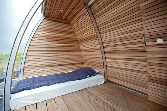 Freefloating modern-bedroom