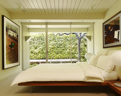 Gary Hutton Lagoon House midcentury-bedroom