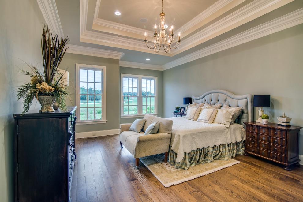 Esempio di una camera da letto classica