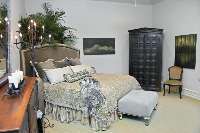 Golden Scroll traditional-bedroom