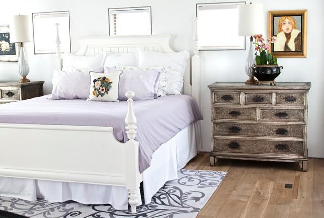 Grace Sea traditional-bedroom