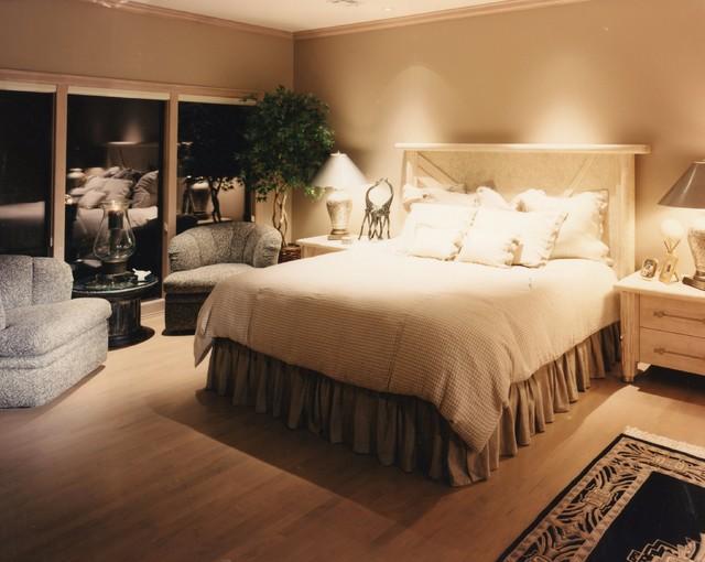 Grand Lake Oklahoma Stunner traditional-bedroom