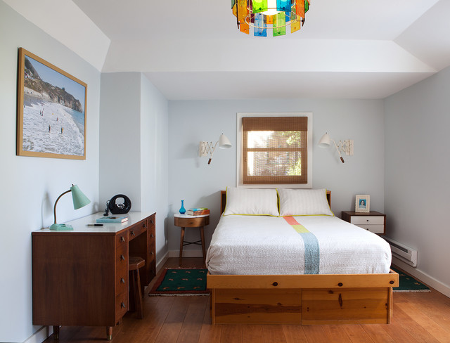 Mid Sized 1960s Guest Medium Tone Wood Floor Bedroom Photo In San Francisco With Blue