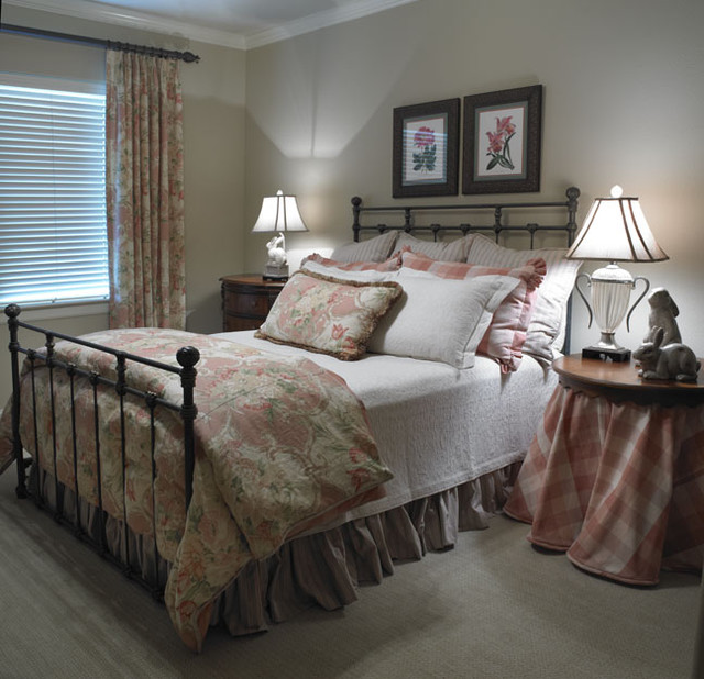 Guest bedroom traditional bedroom austin by dawn for Traditional bedroom designs