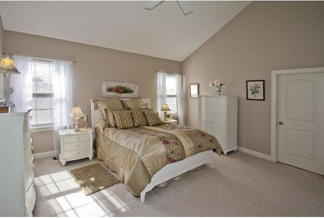 Example of a classic bedroom design in Columbus