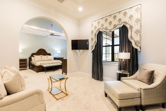 Example of a classic bedroom design in Orlando