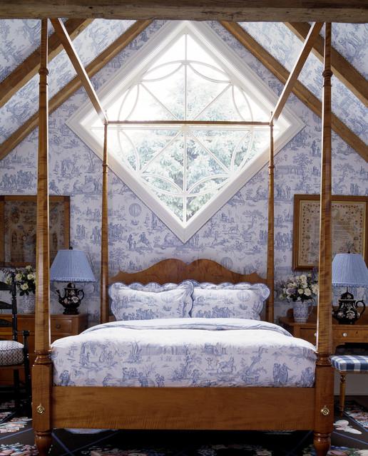 Klassisches Schlafzimmer mit blauer Wandfarbe in New York