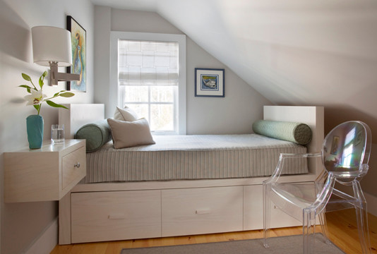 Example of a minimalist bedroom design in Boston