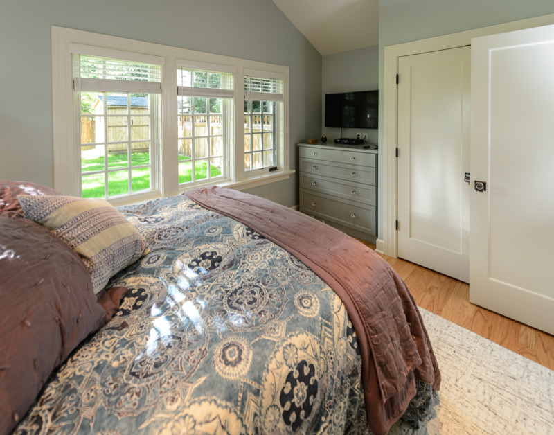 Small arts and crafts master medium tone wood floor bedroom photo in Portland with blue walls