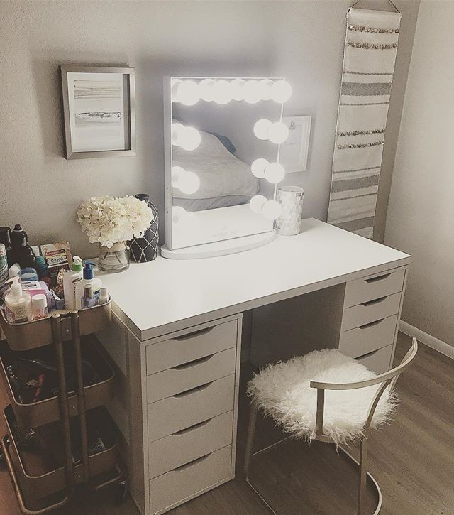 hollywood glow lite vanity mirror with glamours lights