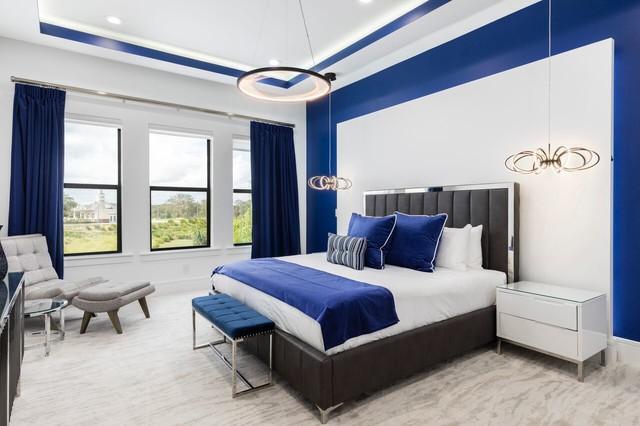 Bedroom - contemporary bedroom idea in Orlando
