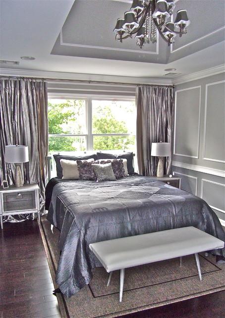 Дизайн кровать около окна