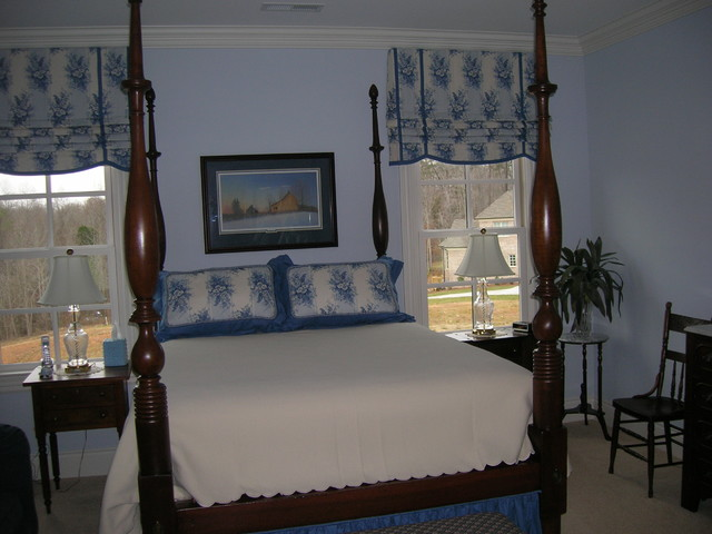 Home traditional decor traditional-bedroom