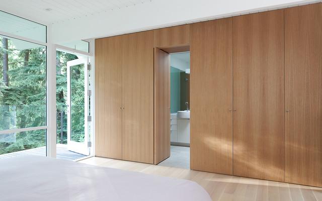 Horn Renovation w/ Bernard Decosse Architect Inc modern-bedroom