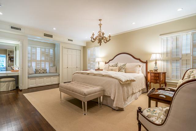 houzz slide show classique chambre austin par lynn bryant re max tyler. Black Bedroom Furniture Sets. Home Design Ideas