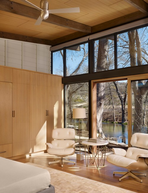 Houzz Tour: Multiple Buildings Create an Indoor-Outdoor Home on a River