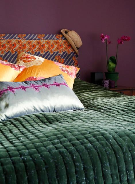 На фото: спальня в средиземноморском стиле с