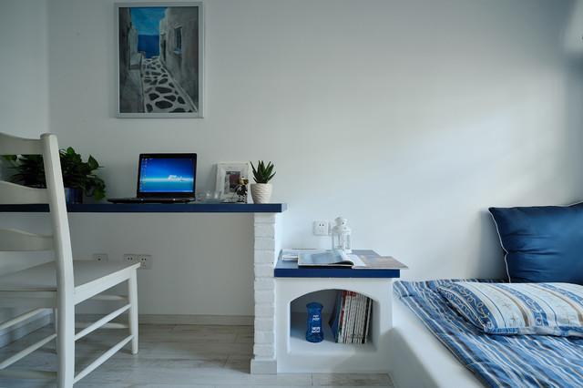 Bedroom - mediterranean bedroom idea in Hong Kong with white walls