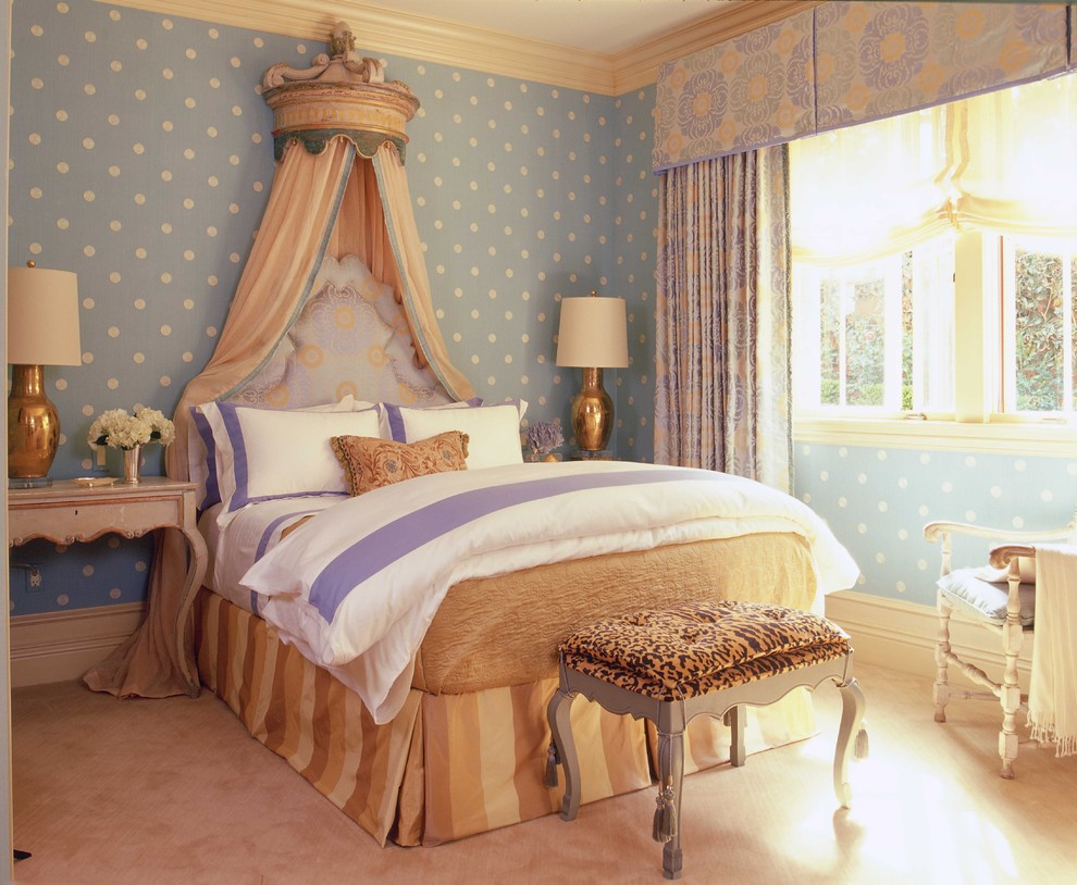 Inspiration for a timeless carpeted bedroom remodel in Orange County with blue walls
