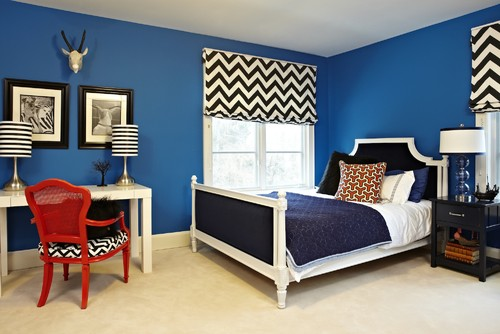 Blue room, red room, blue and red, room ideas, inspiration, room inspiration, red chair, stripes lamp, blue and white