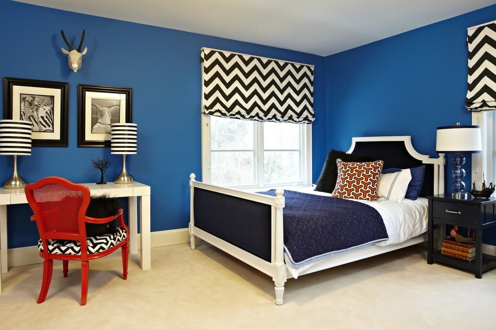 Inspiration for a modern carpeted bedroom remodel in Los Angeles with blue walls