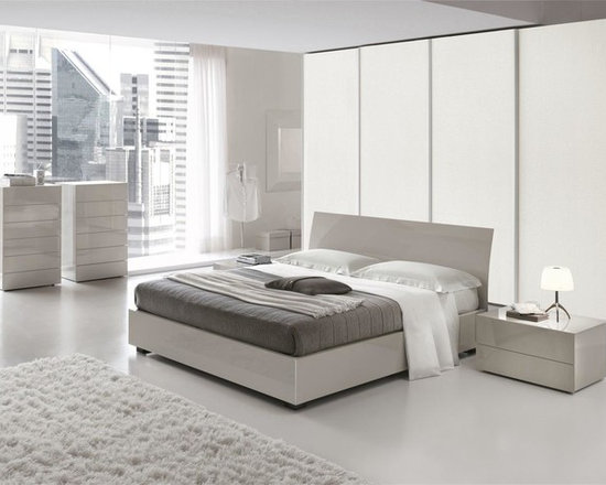 Karisma - Contemporary Bed in Gray Finish - Made in Italy - Ghast collection offers this Karisma contemporary Italian bed that presents storage units as well as offering size options. Shiny lacquer and mat finish are the options for the whole bed.