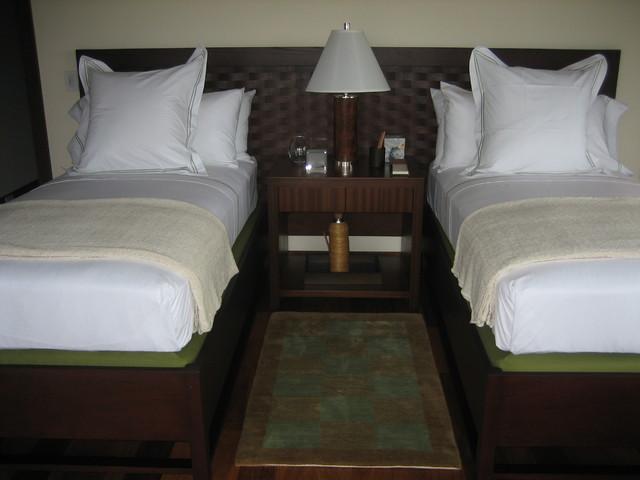 Kauai Guest House tropical-bedroom