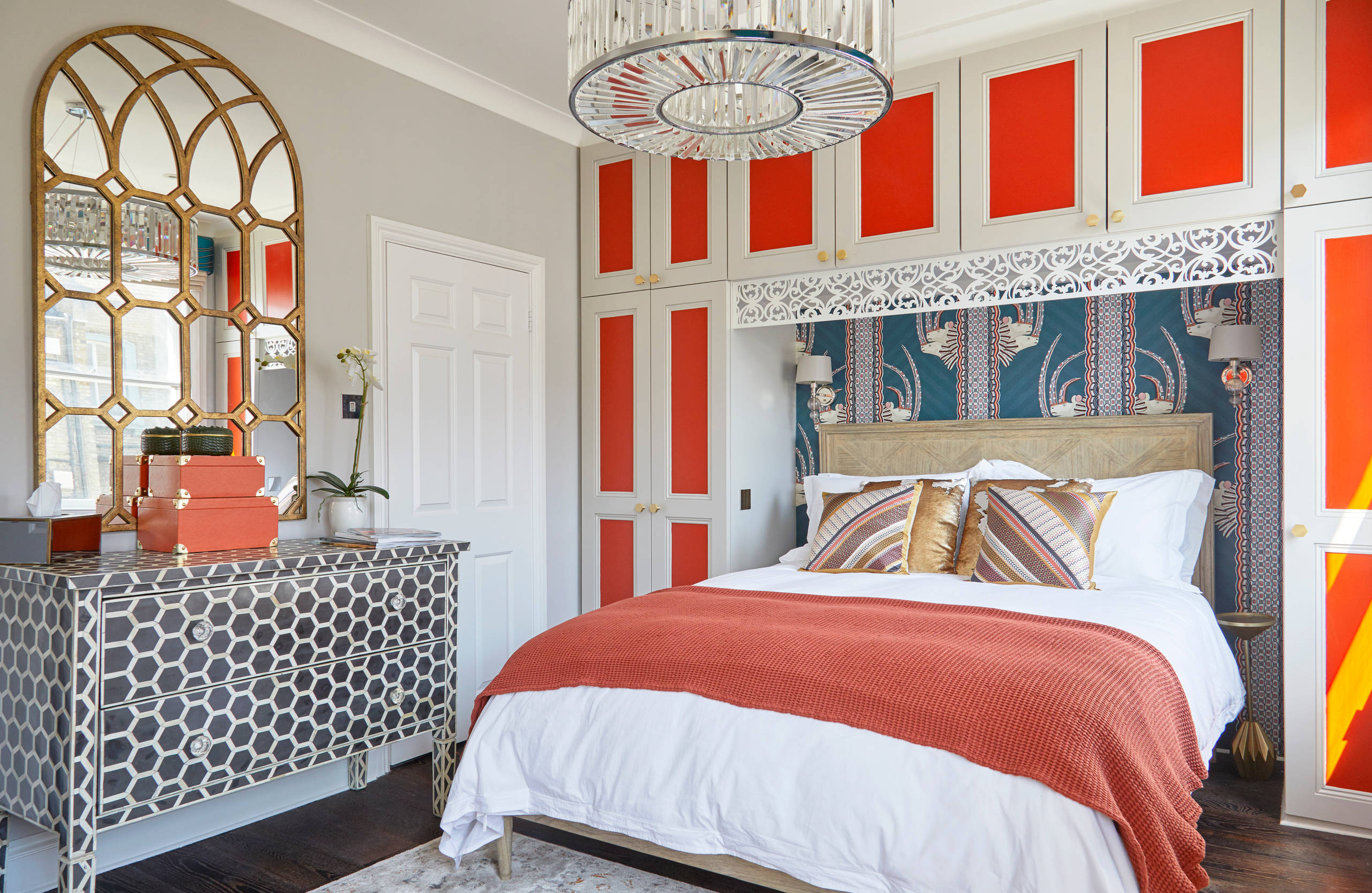 75 Beautiful Red Dark Wood Floor Bedroom Pictures & Ideas - November, 2020  | Houzz