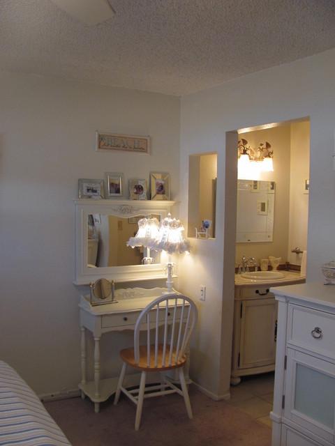 KVRLVN traditional-bedroom