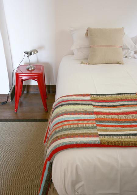 La Maisonnette - Beynac-et-Cazenac, France rustic-bedroom