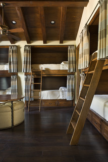 Rustic bunk room. 8 beds.