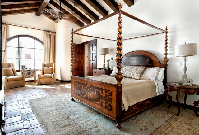 Lake conroe spanish mediterranean bedroom austin by jauregui architecture interiors What is master bedroom in spanish