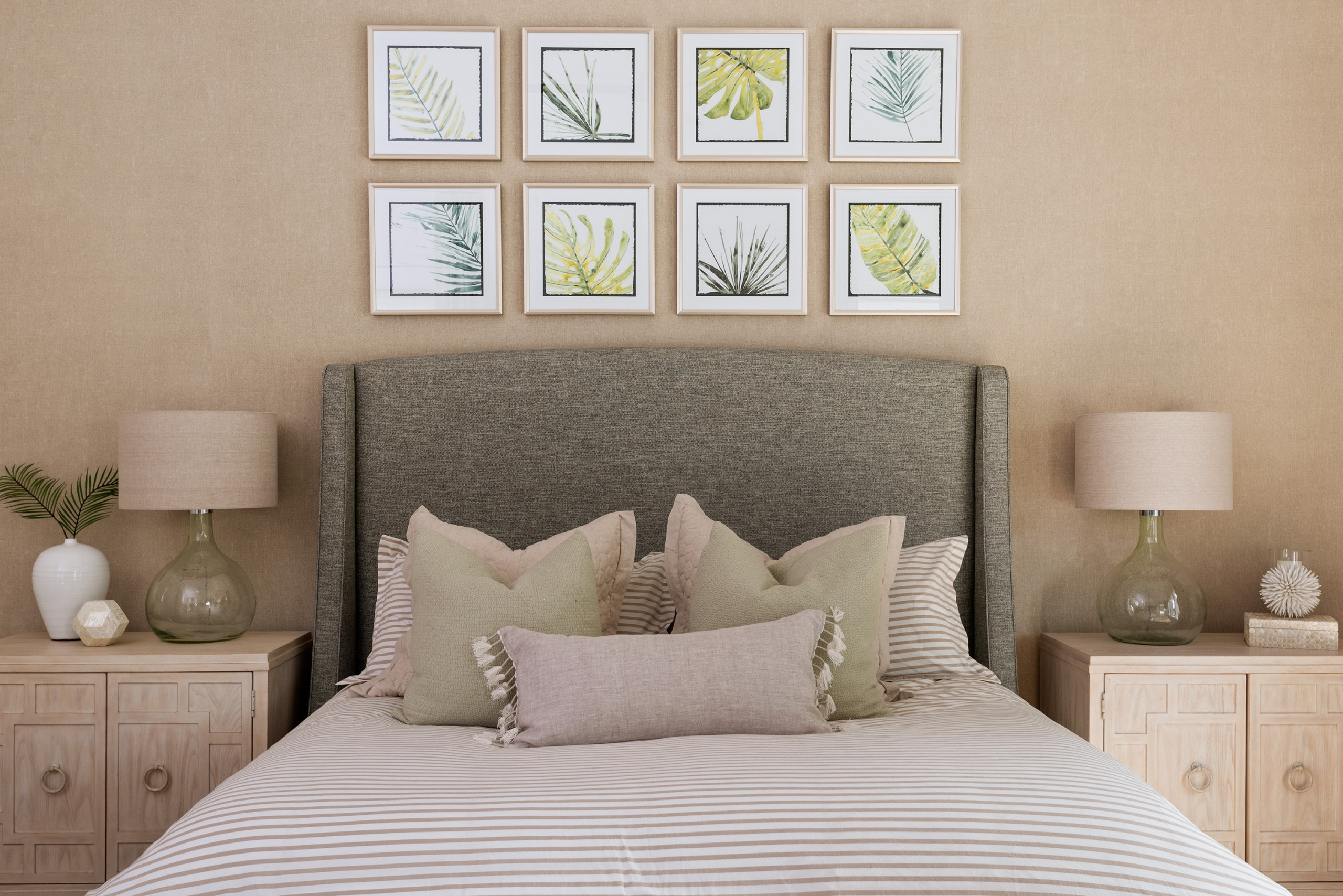 4 Beautiful Coastal Bedroom With Beige Walls Pictures & Ideas