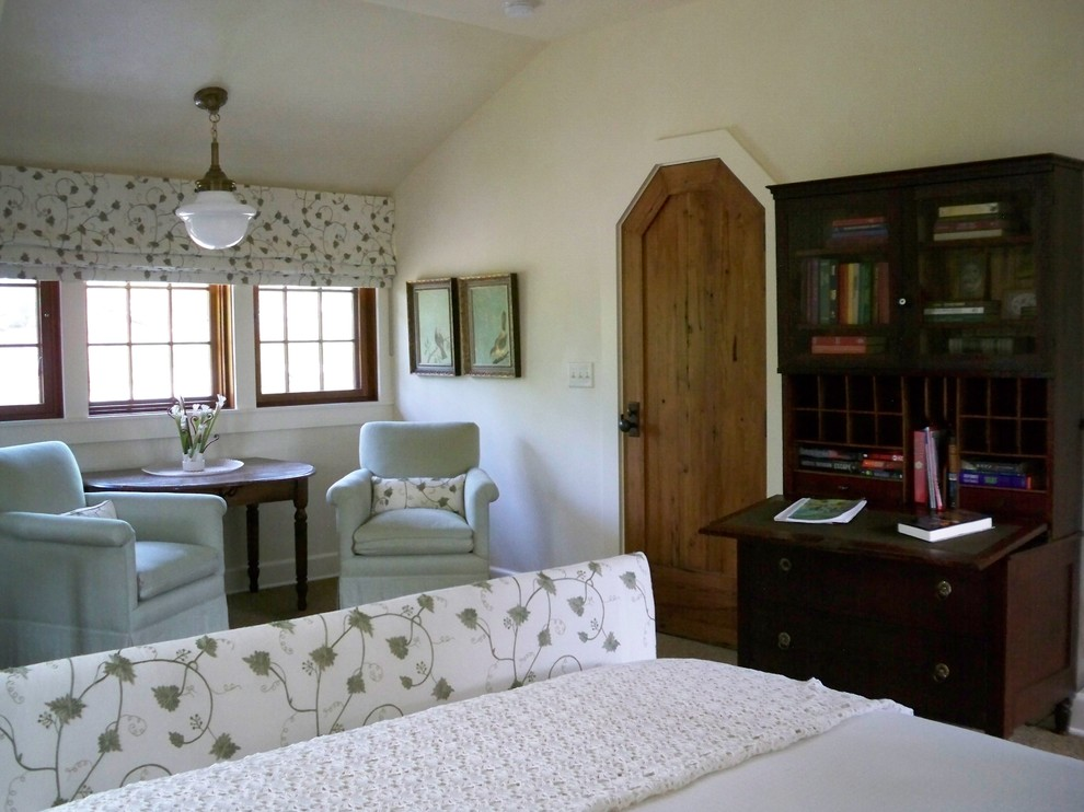 Bedroom - traditional guest bedroom idea in Atlanta with white walls