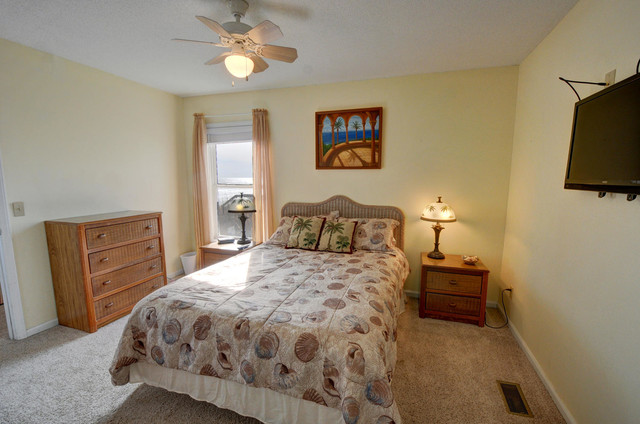 Larry's Lazy Susan North Topsail Beach, NC traditional-bedroom