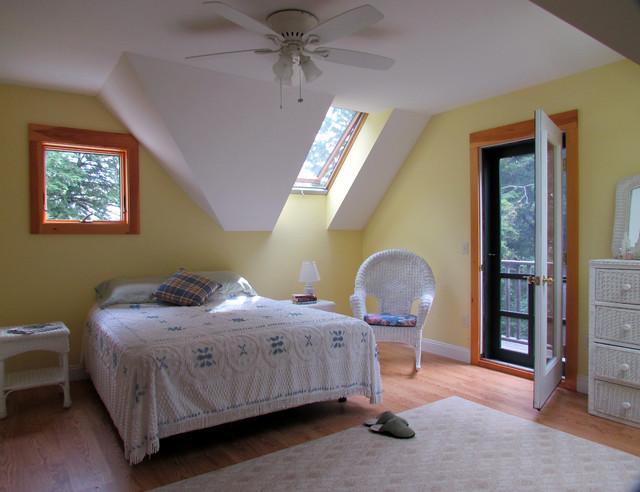 Liberty, Maine traditional-bedroom