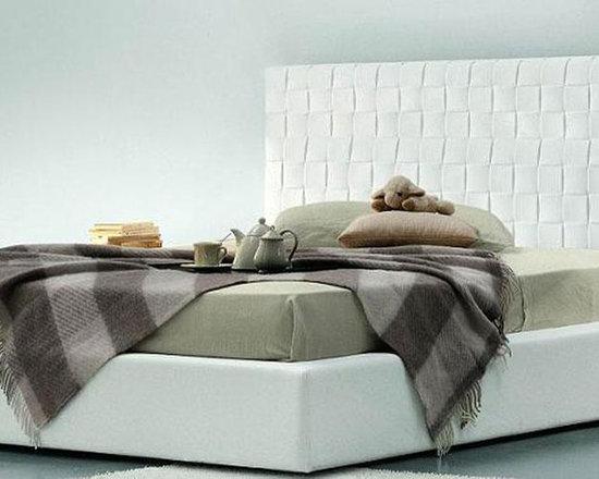 Lido Maxi - Modern Italian Bed with Tall Headboard - Features: