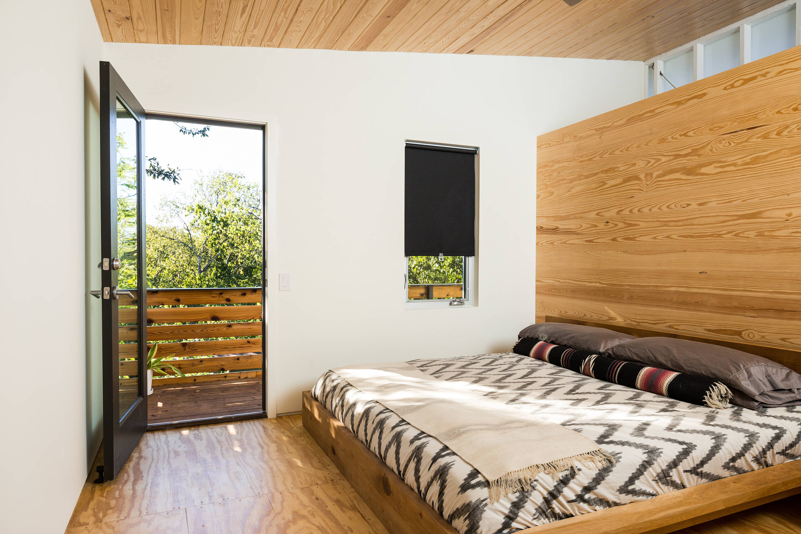 75 Beautiful Plywood Floor Bedroom Pictures Ideas February 2021 Houzz
