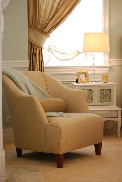 Lincoln Park Estate bedroom