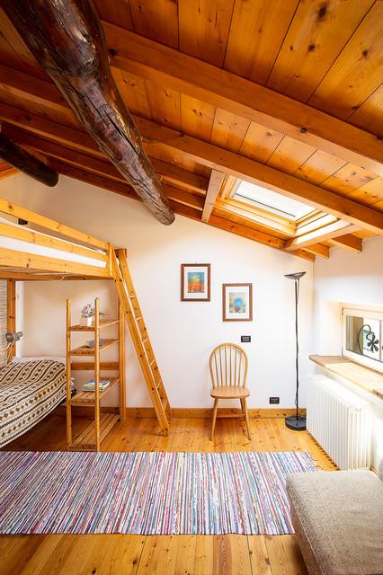 Loft studio in montagna camera da letto milano di for Camera da letto con studio