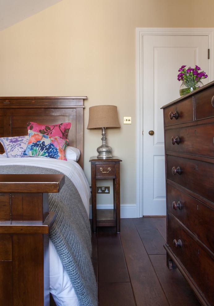Bedroom - mid-sized transitional bedroom idea in London