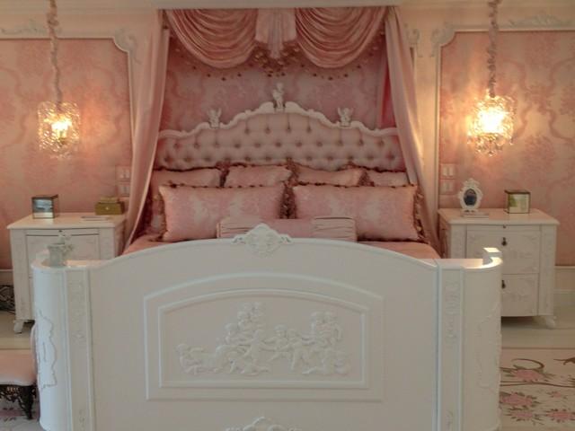 Lattingtown, NY traditional-bedroom
