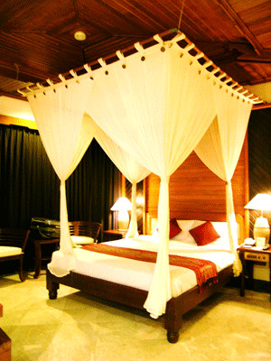 Luxurious and exotic Bali tropical-bedroom
