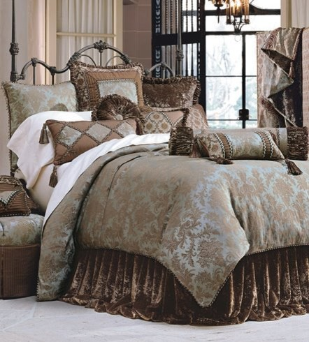 Luxury Bedding Ensemble Custom Decorative Pillows